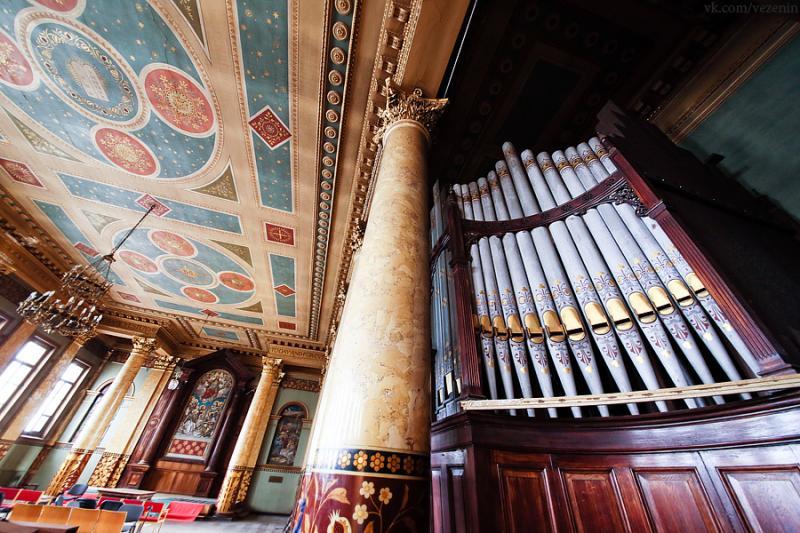 Музей — церкви, а церковь – театру?